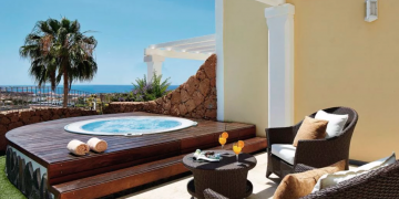 Making Your Hot Tub Enclosure More Romantic