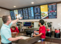 5 REASONS YOUR RESTAURANT SHOULD USE DIGITAL SIGNAGE IN 2021