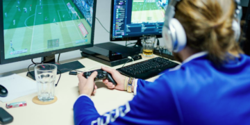How To Play Online Football Gaming: Few Effective Strategies
