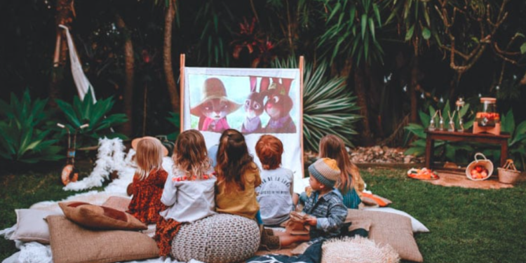 9 Things to Consider When Renting Equipment for an Outdoor Movie Viewing